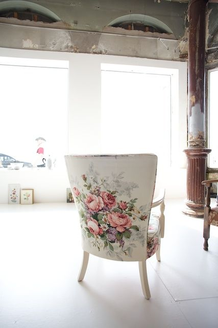 Floral fabric arm chair