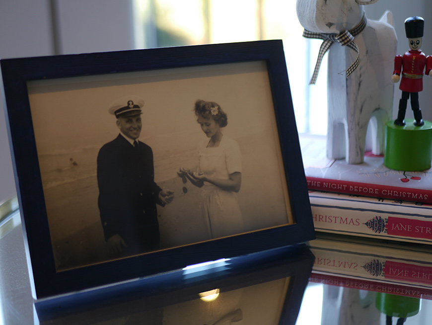 Photograph in a frame of grandparents