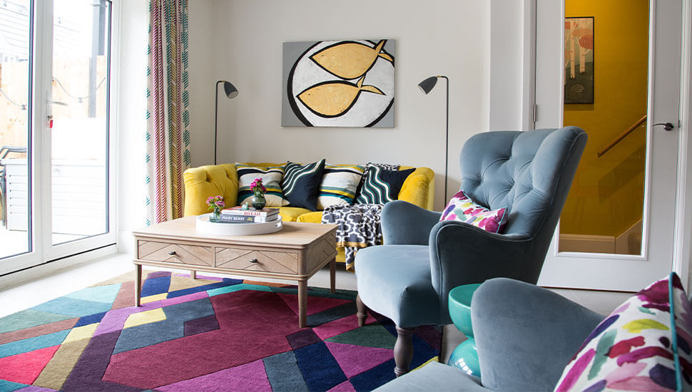 light and colourful sitting area with run and coffee table